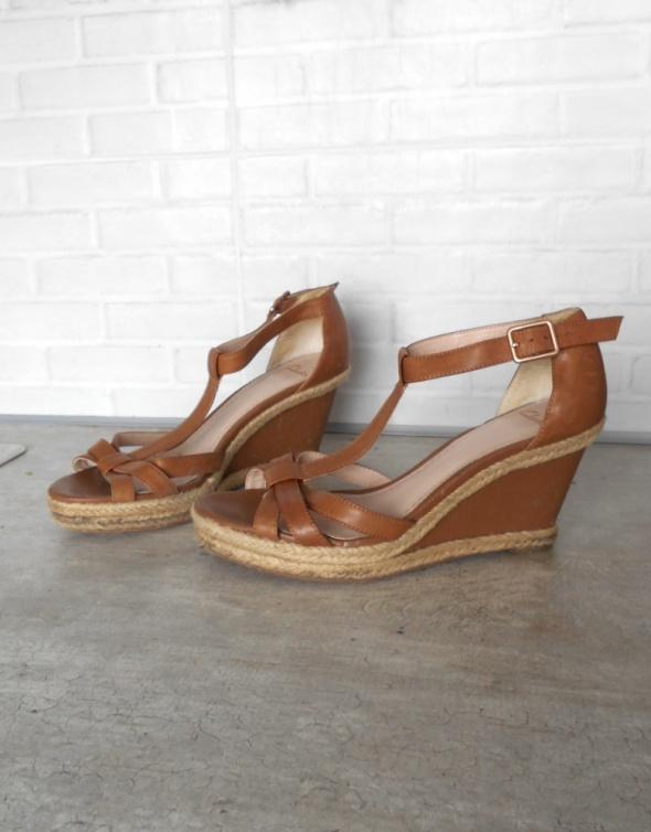 Clarks brązowe skórzane koturny sandały skóra