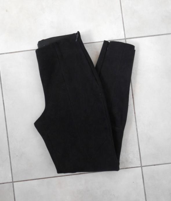 Zara zamszowe czarne legginsy