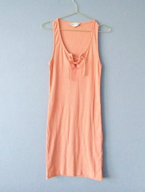 Sukienka morelowa ze sznurowaniem na dekolcie38