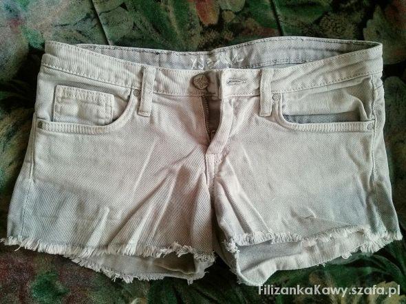Spodenki krótkie jasne szarpane jeansowe spodenki