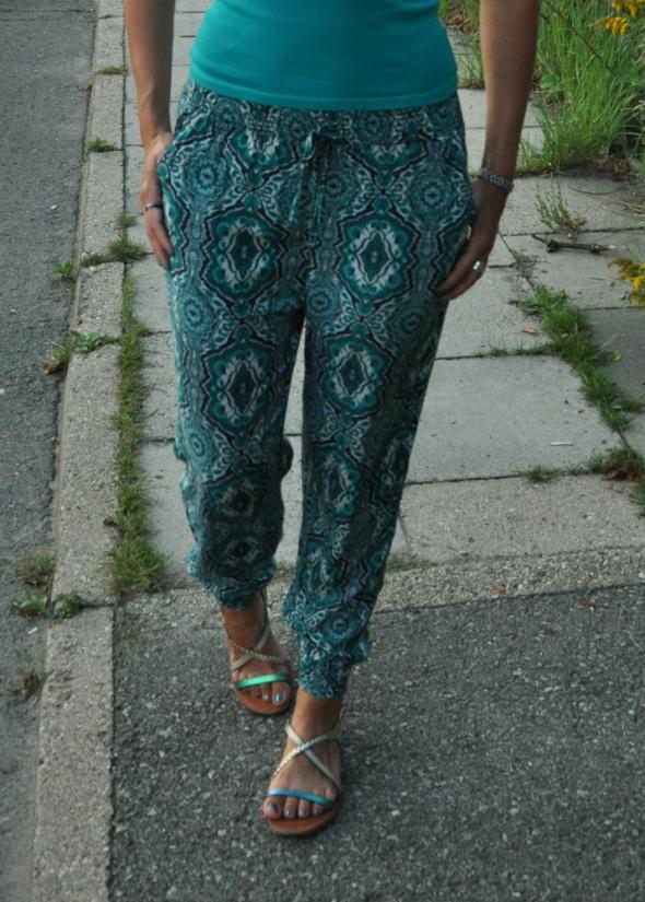 turkusowe spodnie...