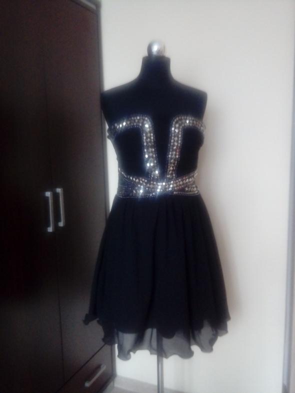 Czarna sukienka w rozmiarze L cekiny nowa