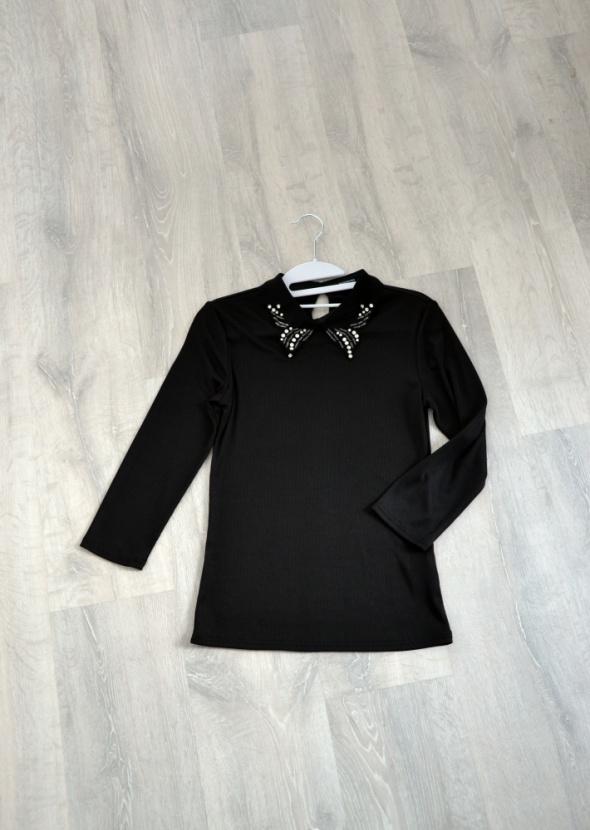 Czarna bluzka z ozdobnym kołnierzykiem Reserved