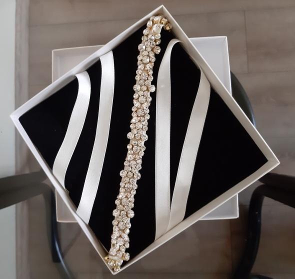 Pasek z kryształkami Swarovskiego od sukni ślubnej Violi Piekut...