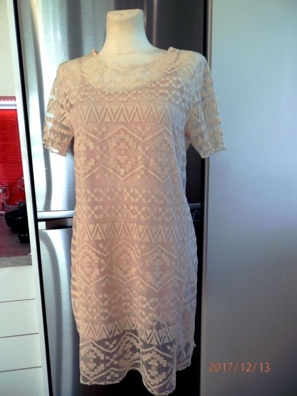Sukienka New Look Koronkowa Nude Siateczka Pudełkowa Imprezowa 38