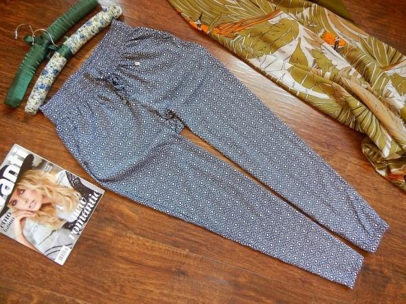 Bardzo wygodne spodnie damskie z wzorem Jean Pascale 36 S