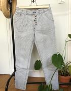 Spodnie XS z kolorowymi guzikami...