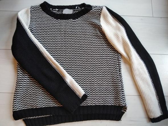 Swetry Sweterek biało czarny Cubus