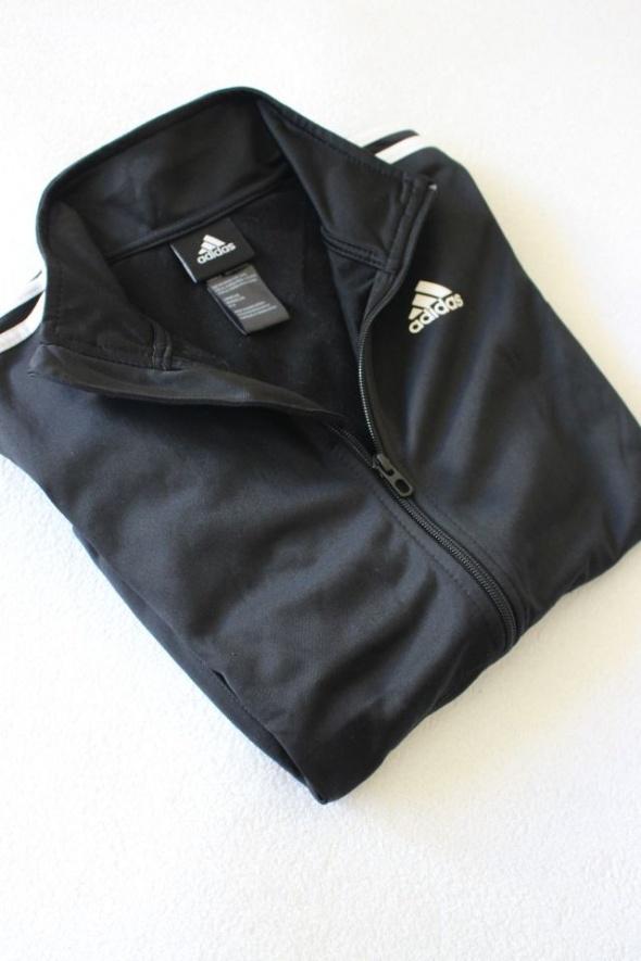 czarna śliska bluza dresowa adidas