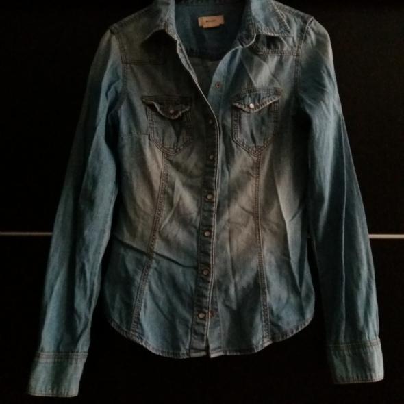 koszula niebieska jeansowa