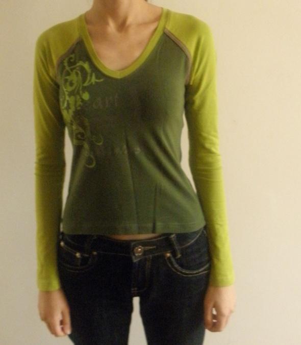 Zielona bluzeczka z kwiatowym wzorem