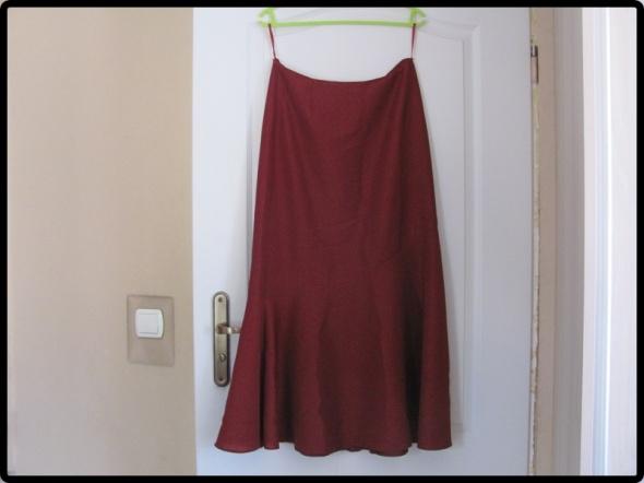 Spódnica w mieniącym się kolorze sesja zdjęciowa L