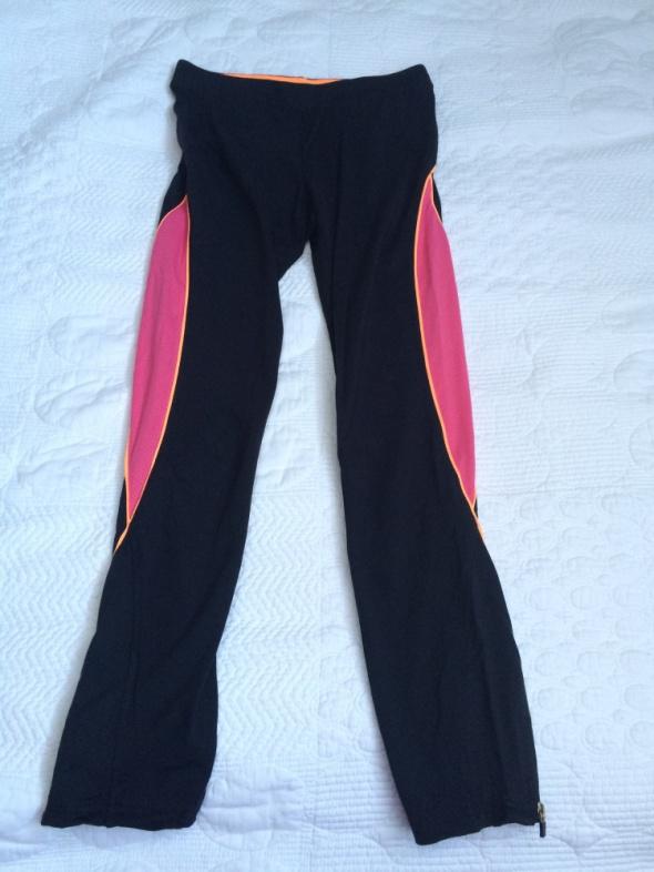 Sportowe czarne legginsy...