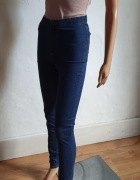 Jeansowe spodnie z wysokim stanem r 36...