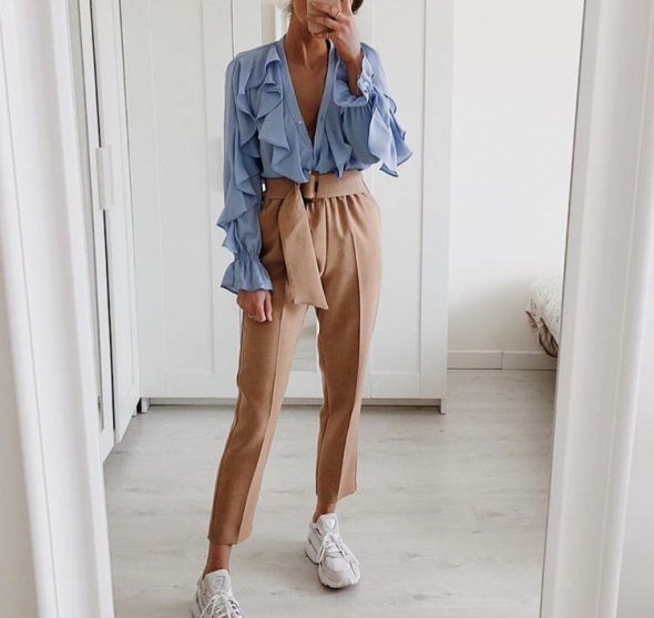 Beżowe spodnie Zara...