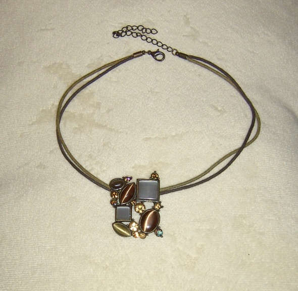 Naszyjniki brązowe kwadratowe kamienie naszyjnik avon