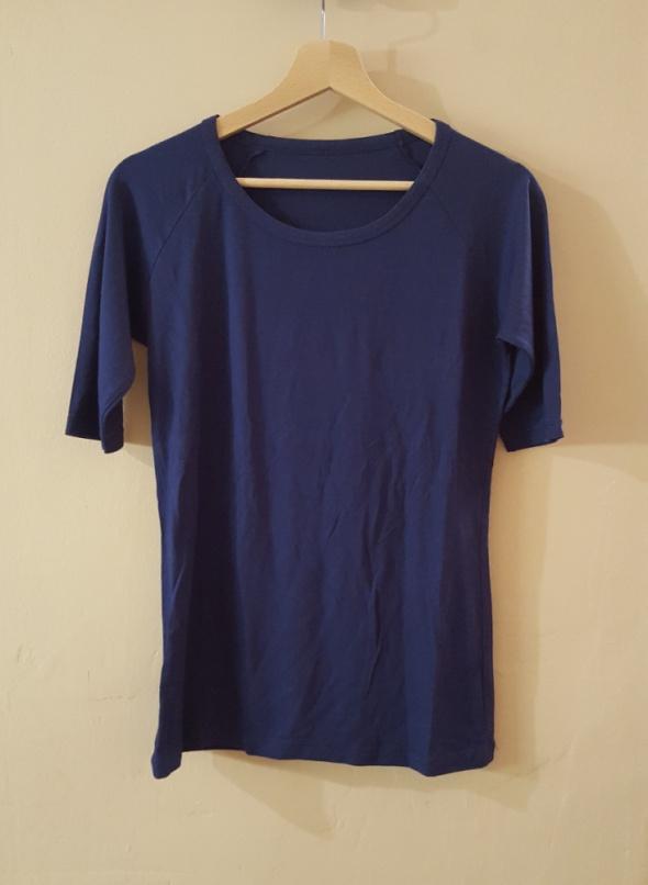 Niebieska granatowa bluza z krótkim rękawem lejąca...