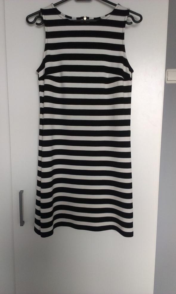 Sukienka MOHITO w czarnobiałe pasy trapezowa XS...