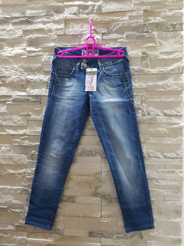 Nowe jeansy rurki cieniowane Cropp Chillin...