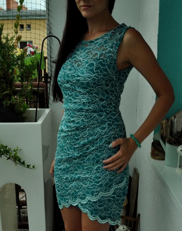 turkusowa sukienka z koronki...