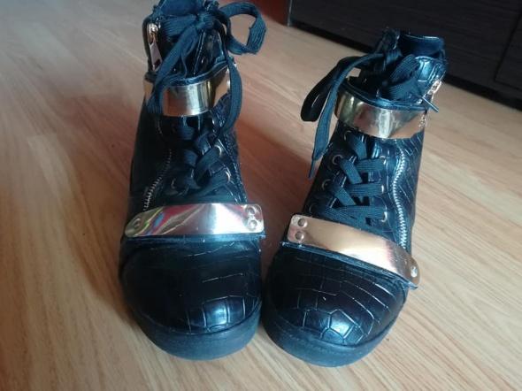 Czarne Sneakersy na koturnie...