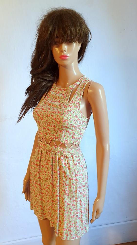 Zwiewna sukienka w róże r XS...