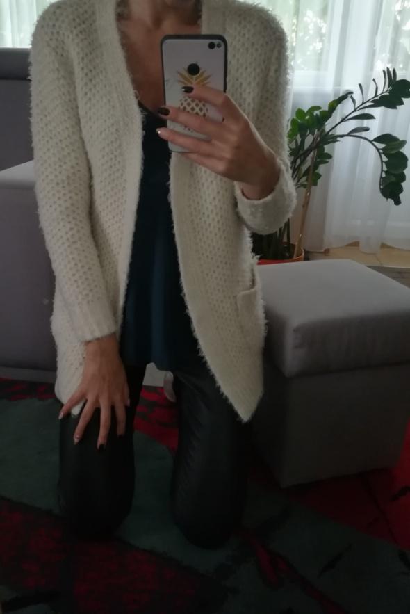 Atmosphere Kardigan sweter z kieszeniami