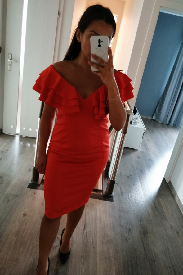 Oranżowa sukienka dopasowana hiszpanka