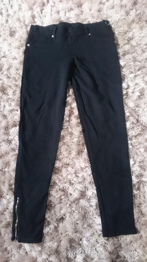 spodnie czarne...