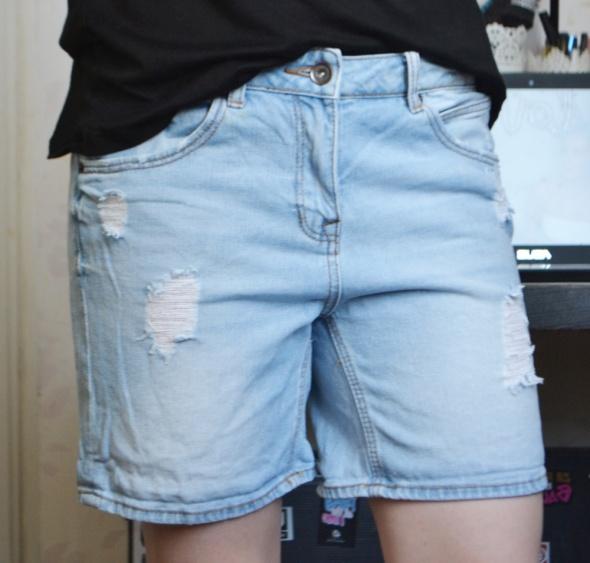 Spodenki Krótkie długie dłuższe spodenki szorty bermudy jeans jeansowe dżinsowe dziury z dziurami przetarcia L 40