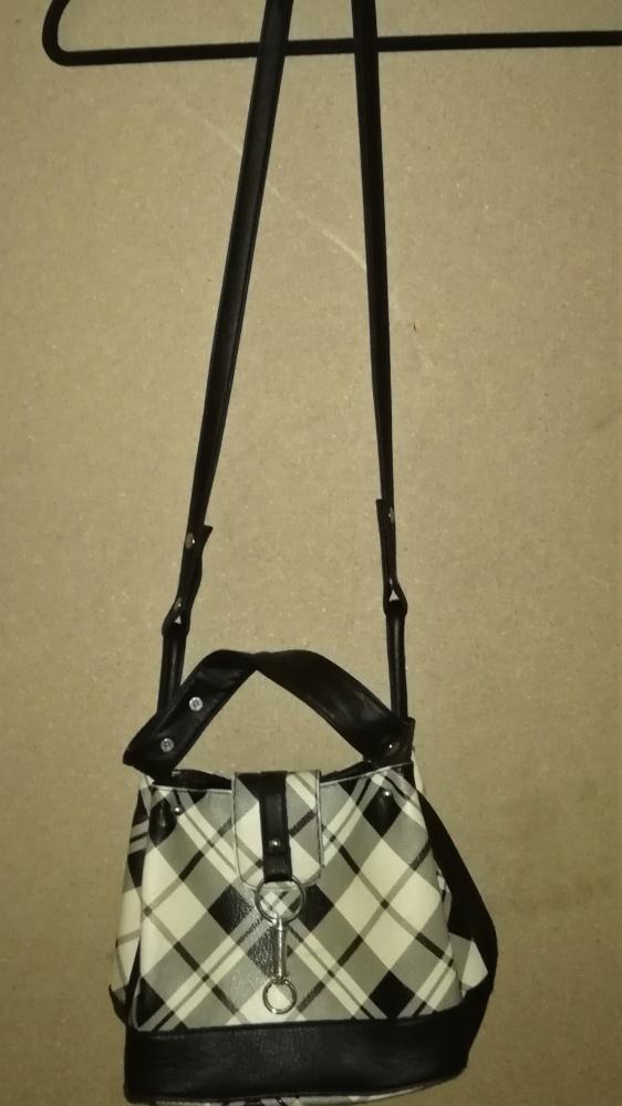 Mała torebka w kratę worek listonoszka Jennifer...