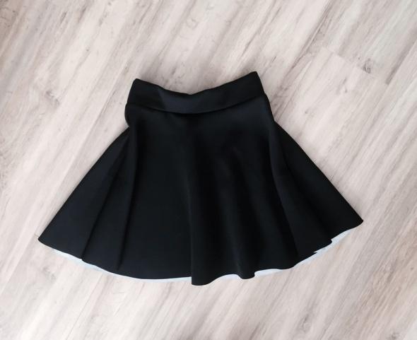 rozkloszowana spódnica z pianki