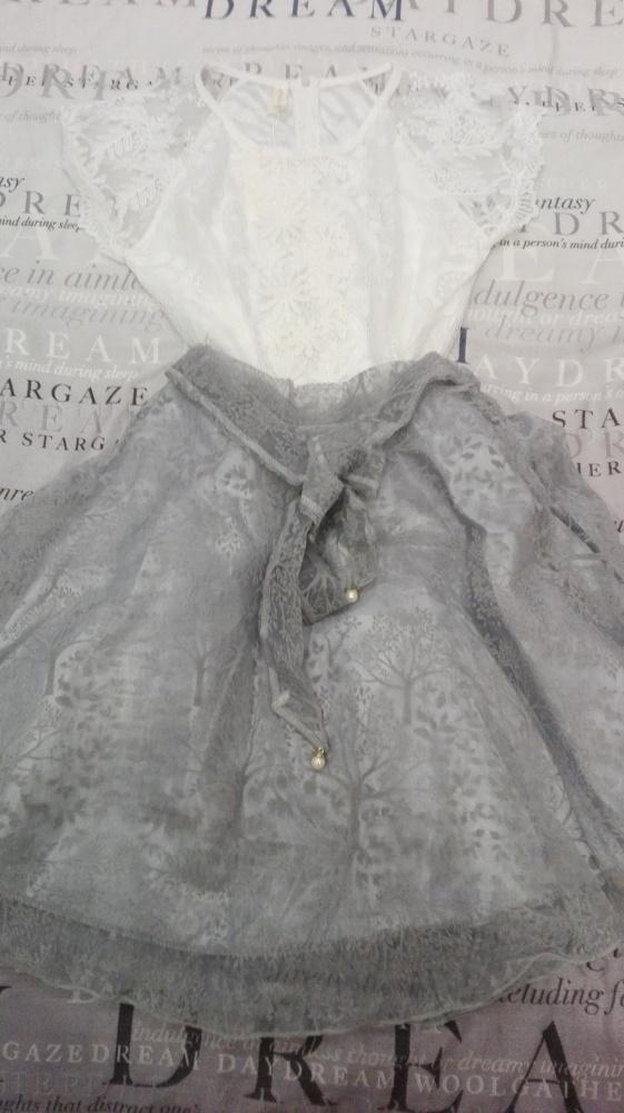 NOWA Piękna szara spódniczka z białą bluzeczką