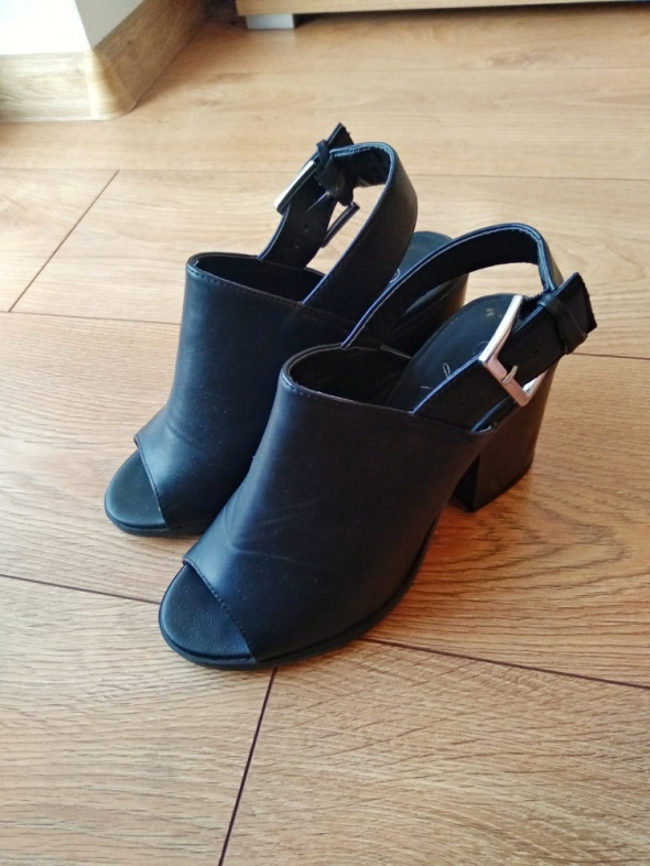 Czarne buty na grubym obcasie ATMOSPHERE 36