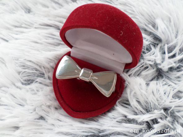 pierścionek kokardka na dwa palce