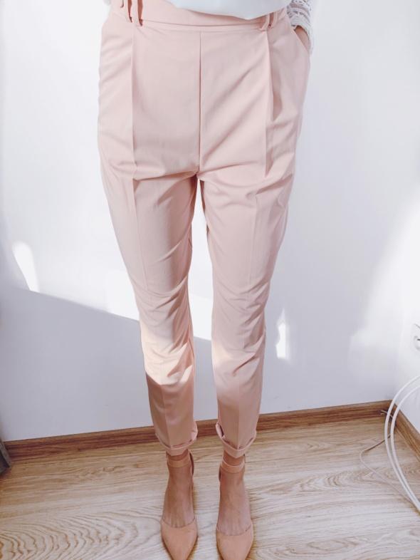 eleganckie spodnie cygaretki S 36 różowe pudrowy róż garniturow...