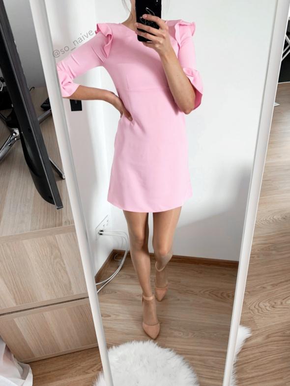 zara sukienka xs 34 różowa pudrowy róż prosta trapezowa falbana...