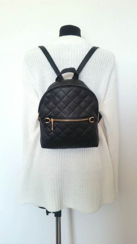 Czarny pikowany plecak blogerski fashion...