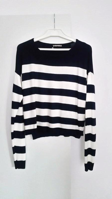 Sweterek w czarno biale paski Orsay
