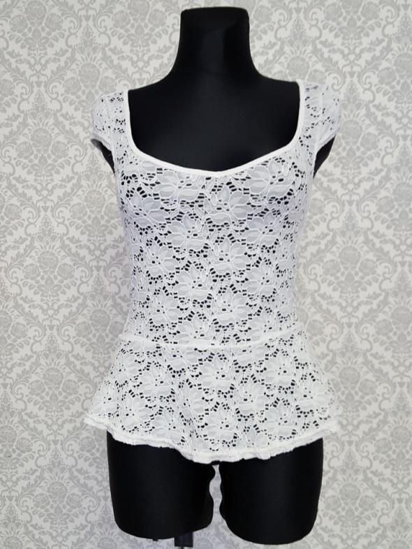 koronkowa biała bluzka z baskinką Tally Weijl...