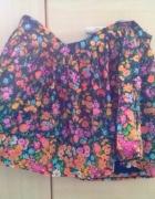 Krótka rozkoszowana spódniczka w kolorowe kwiaty...