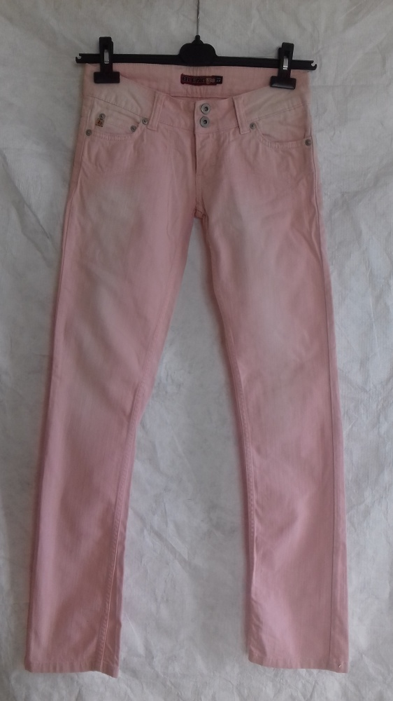 Śliczne spodnie jeansy pudrowy róż z przetarciami nienoszone Rozm 27