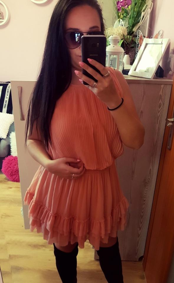 Suknie i sukienki Sukienka brzoskwiniowa w falbanki