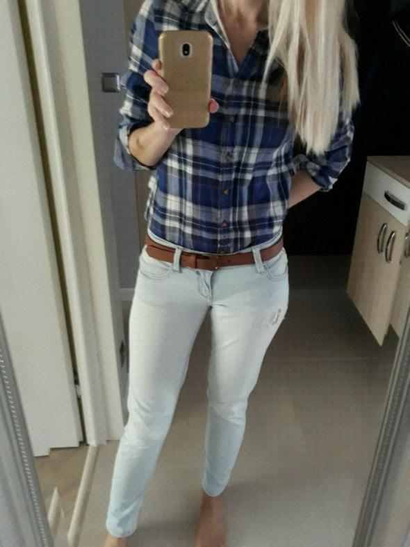 Jasne jeansy Stradivarius S