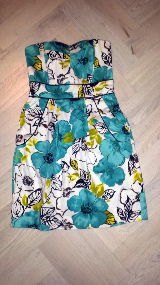 Sukienka w niebieskie kwiatki