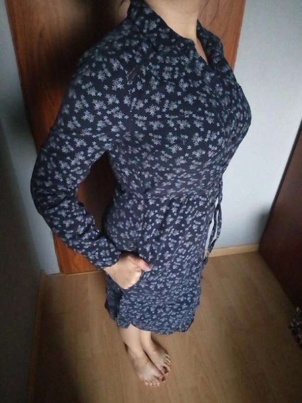 Granatowa sukienka ze sztruksu...