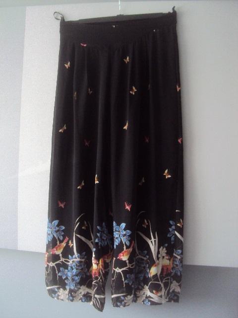 spodnie w kwiaty i motyle