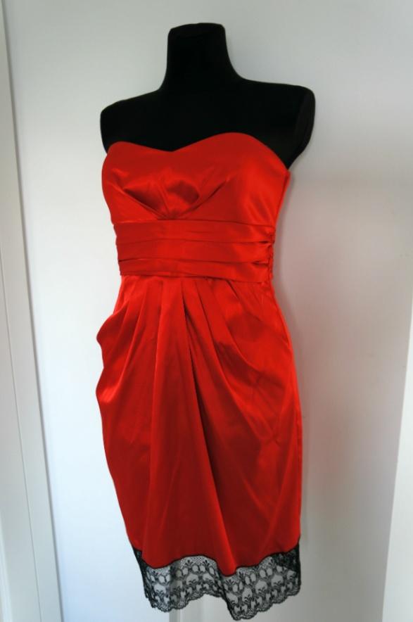 Elegancka czerwona sukienka z koronką u dołu 40