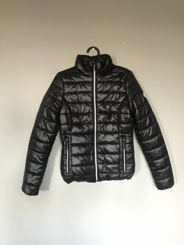 4F Czarna klasyczna pikowana kurtka puchówka nowa bez kaptura rozm XS