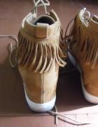 Botki koturn frędzle sneakersy...